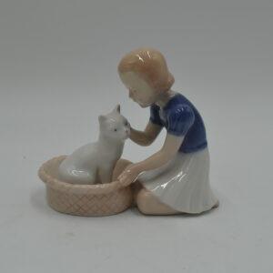 pige med kat